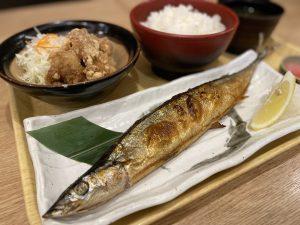 サンマ塩焼きとから揚げ定食のイメージ